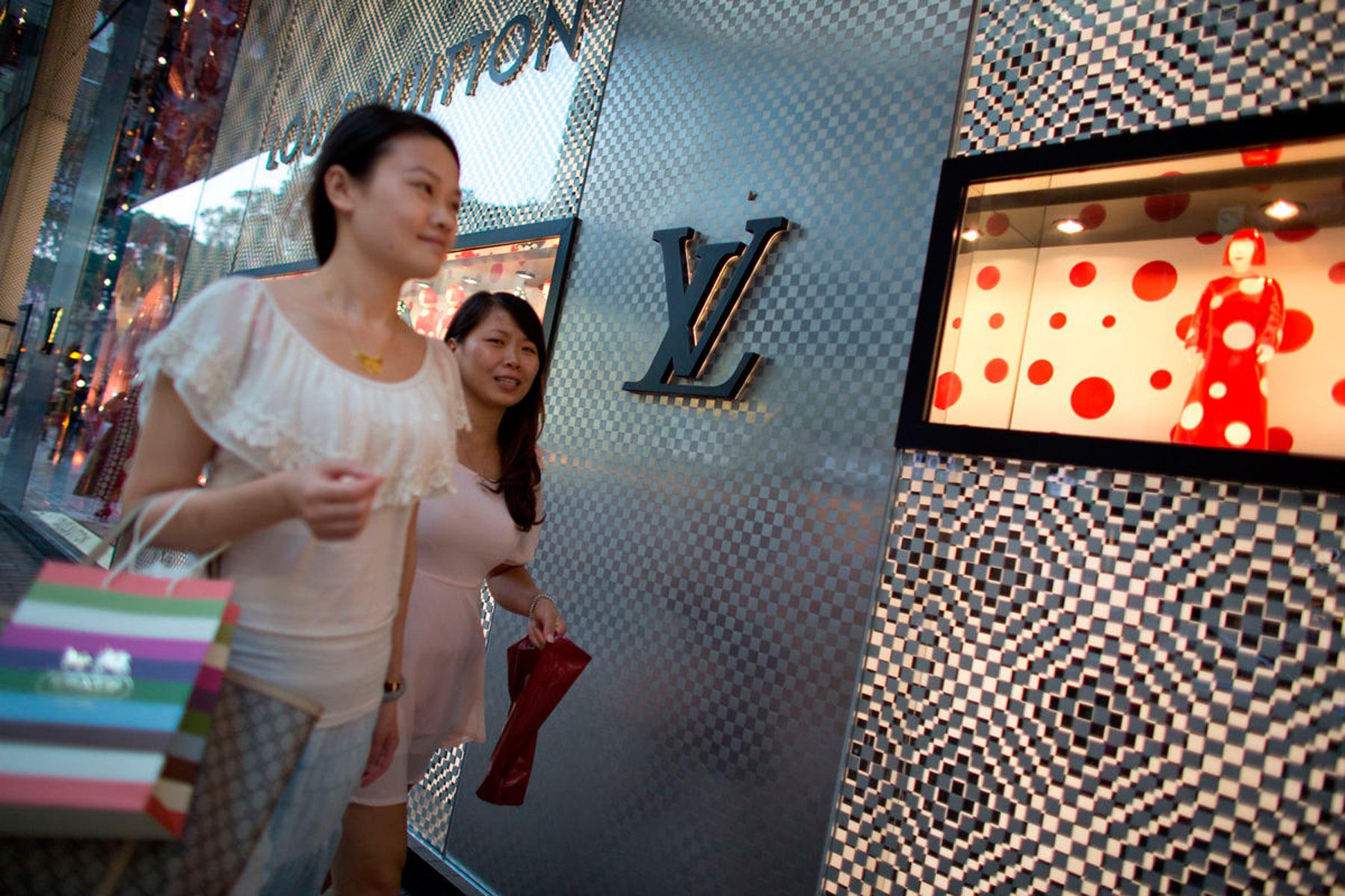 d15fe568b O crescimento das vendas no mercado mundial de bens de luxo pessoais  desacelerou este ano entre 1% a 2%